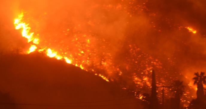 Síntomas respiratorios por incendios en California son similares a los de COVID-19 según médicos
