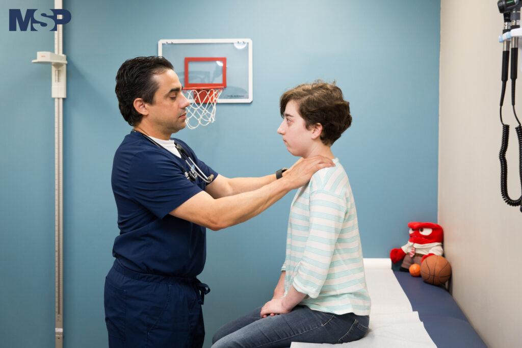 El doctor Carlos Leyva, endocrinólogo pediátrico, es un ejemplo a seguir para muchos jóvenes diagnosticados con diabetes tipo 1. En su adultez no solo decidió aprender y dedicarse a su condición, además lucha por el bienestar de los niños que padecen de ella en Puerto Rico.